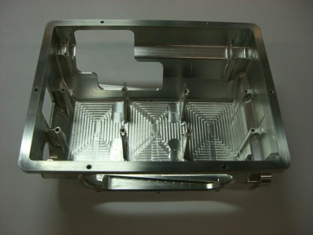 gehaeuse-aus-vollmaterial-gefertigt