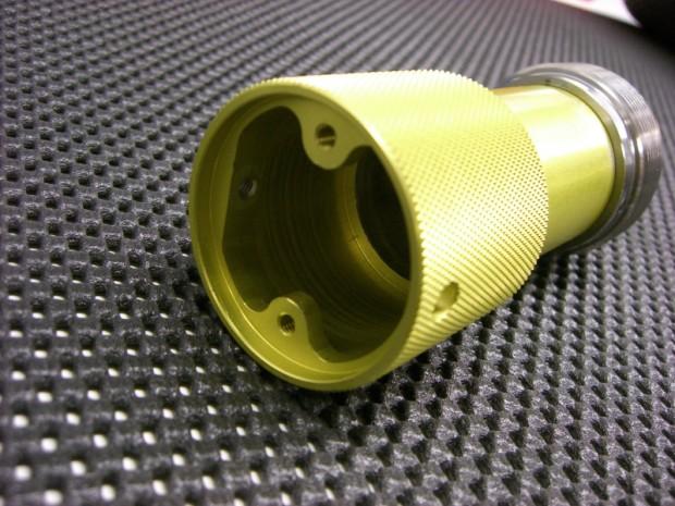 messadapter-aus-aluminium-gelb-eloxiert